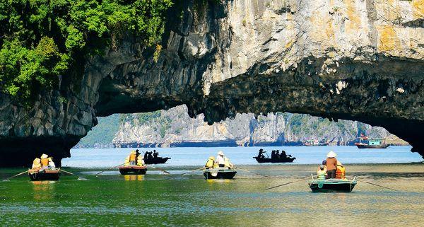 Rowing_boat_cruise_halong1