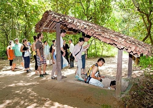 cu-chi-tunnels-and-mekong-delta-1-day-tour-6